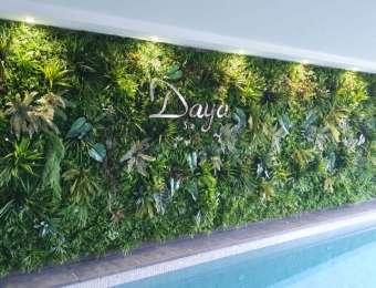 Mur végétal & enseigne inox